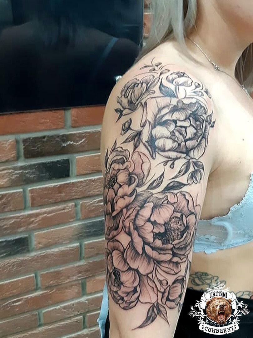 тату на плече розы