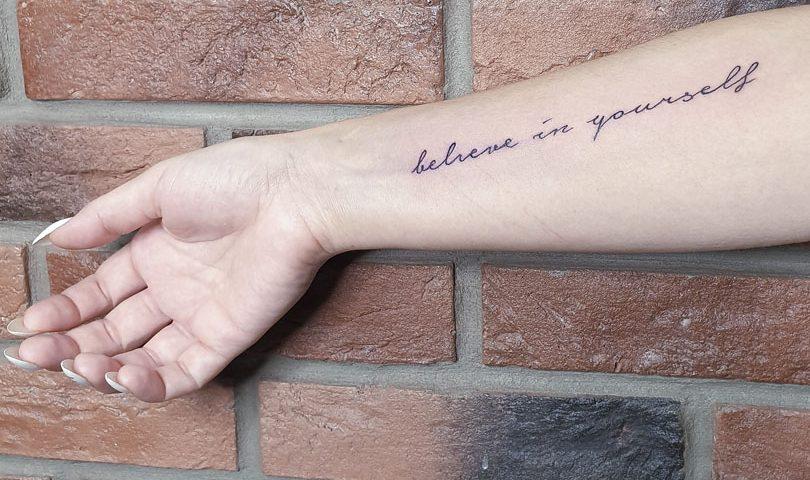 сделать тату на руке надпись в Красноярске