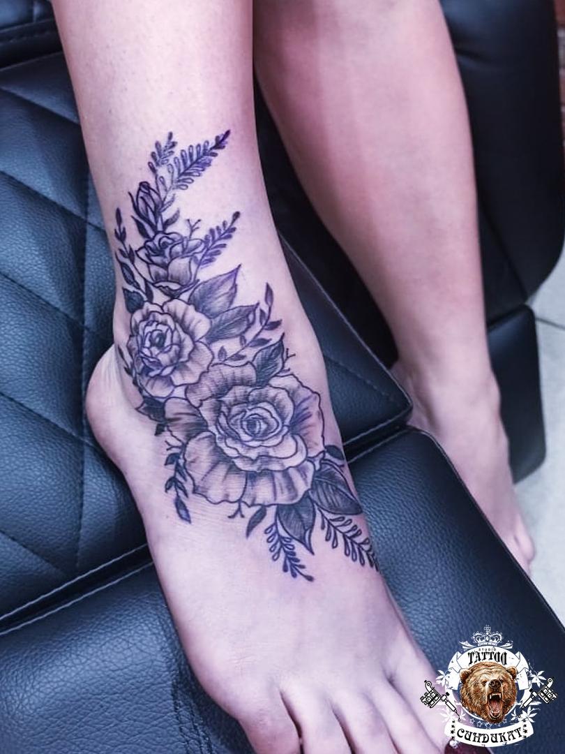 Сделать тату на ноге цветы в Красноярске
